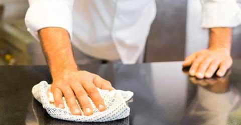 desinfeksjon og vask av benk